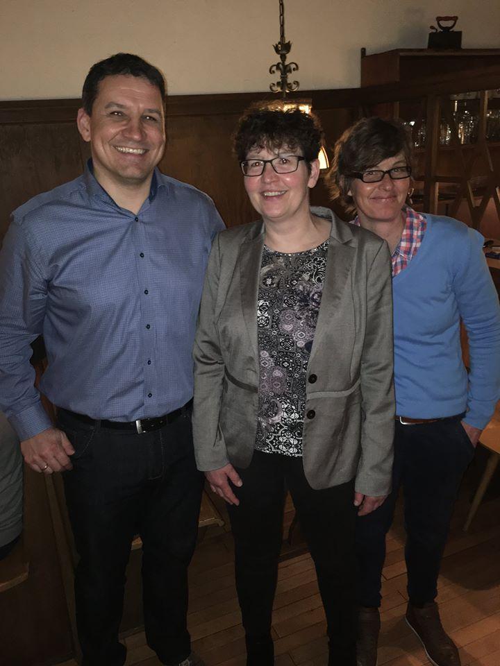 Unser Kandidat Michael Sedelmayer umringt von der Kreisrätin Viktoria Marold und ödp-Ortsvorsitzenden Petra Holl